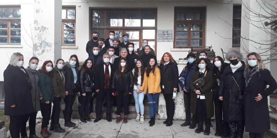CHP'liler 67. Yılında Köy Enstitülerinin Kapatılmasını Protesto Etti