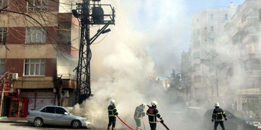 Şanlıurfa'da elektrik trafosunda patlama; araçlar alev aldı