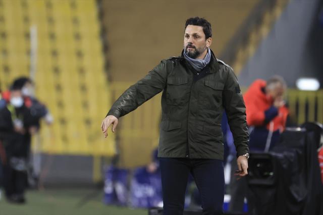 Fenerbahçe Erol Bulut'la sezon sonuna kadar yola devam edecek