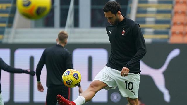 Milan, yeni sözleşme için Hakan Çalhanoğlu'na 4 milyon euro teklif etti