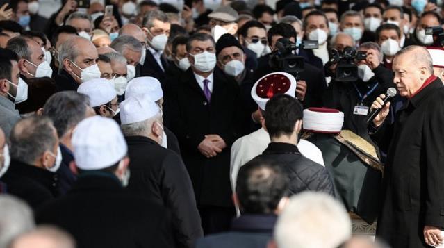 Sağlık Bakanı Koca, Muhammed Emin Saraç'ın cenazesindeki kalabalık görüntülerle ilgili özür diledi