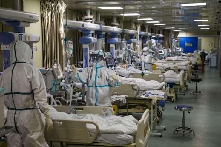 Doktor: Nefes alabilmek için devamlı yüzüstü yatmak isteyen hastalarımız var