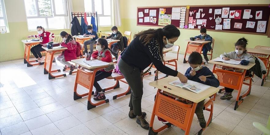 İlkokullar, 8 Ve 12. Sınıflarda Yüz Yüze Eğitim Başlıyor