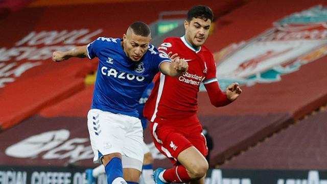 Liverpool'un efsane futbolcusu Jamie Carragher: Ozan, Van Dijk ve Gomez iyileşince yedek kalacak