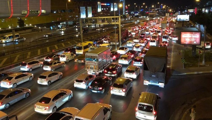 Normalleşmenin ilk gününde İstanbul'da trafik yoğunluğu yüzde 71