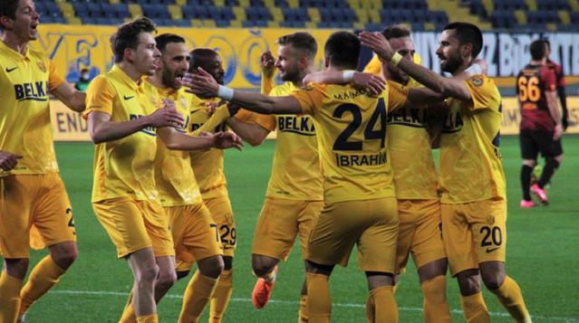 Galatasaray, Ankaragücü deplasmanında 2-1 yenilerek zirve yolunda büyük yara aldı