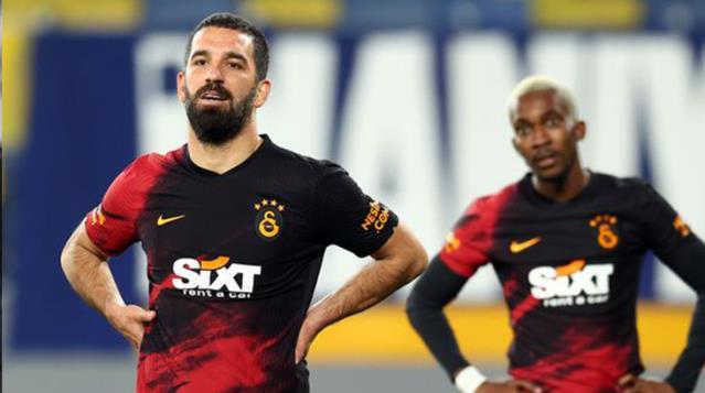 Kaybedilen Ankaragücü maçı sonrası Arda Turan'dan hakeme çok sert eleştiriler.