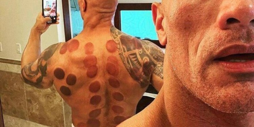 Dwayne Johnson hacamat pozu