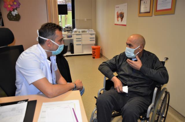 Dişi yüzünden tüm vücudunu enfeksiyon saran adam canını zor kurtardı