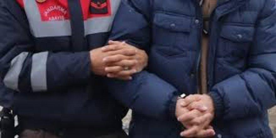 Kendisini jandarma komutanı olarak tanıtarak 9 bin lira dolandırıcılık yapan zanlı yakalandı