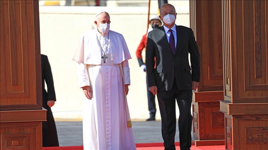 Irak'ın Hıristiyan mayasına vurgu yapan Papa, Bağdat'ta cihatçı katliamının yaşandığı kiliseyi ziyaret etti