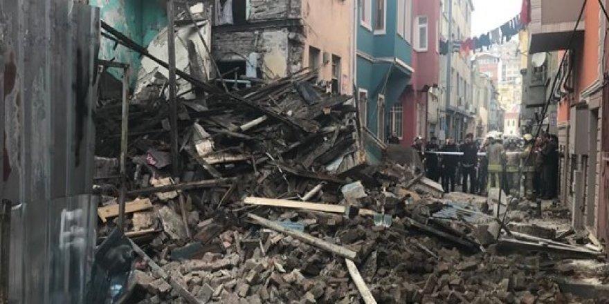 Şimdi de Balat'ta bina çöktü!