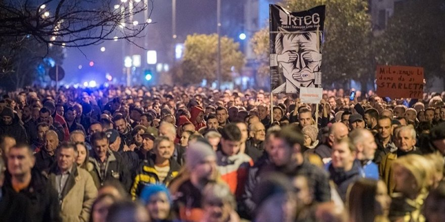 Karadağ ve Sırbistan'da hükümet karşıtı protestolar