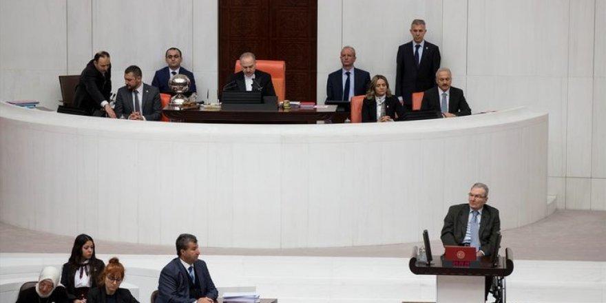 Deniz Baykal Meclis'te yemin etti
