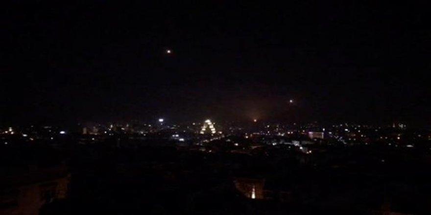İsrail'in hava saldırısında 4 Suriye askeri yaralandı