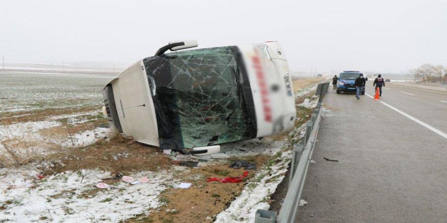 Kırşehir'de Yolcu Otobüsü Devrildi: 13 yaralı