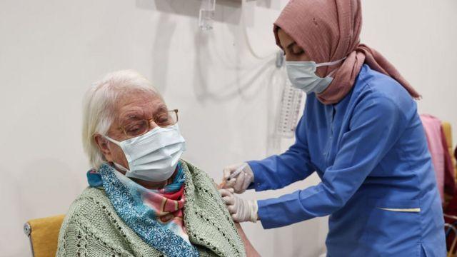 Sağlık Bakanı Koca'dan aşı tepkisi!