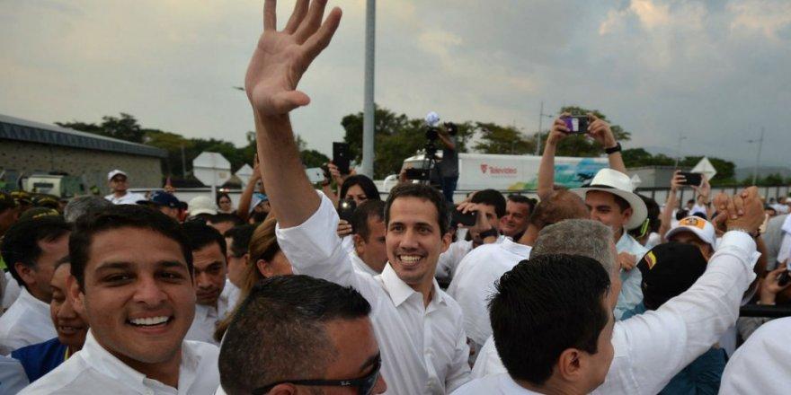 Muhalif lider Guaido, Venezuela'ya insani yardımların girdiğini savundu