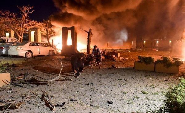 Pakistan'da Türk heyetin de kaldığı otel otoparkında patlama