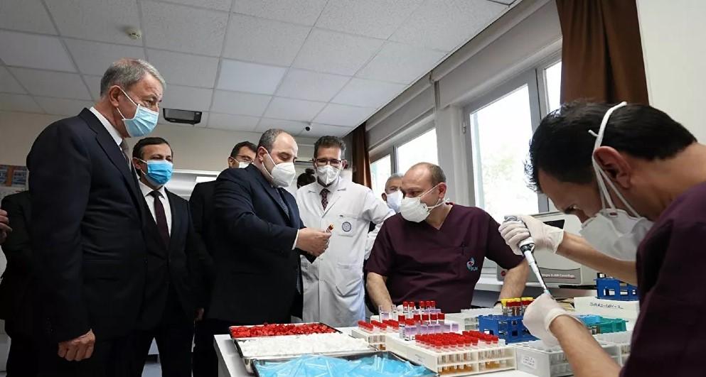 Bakan Varank ve Akar, Kayseri'de aşı çalışmalarını inceledi