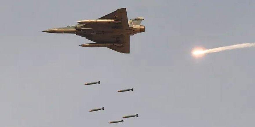 İki ülke savaşın eşiğinde: Pakistan iki Hint savaş uçağını düşürdü!