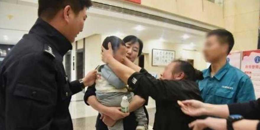 2 yaşındaki çocuğunu 202 bin TL'ye sattı! Sebebi ise pes dedirtti