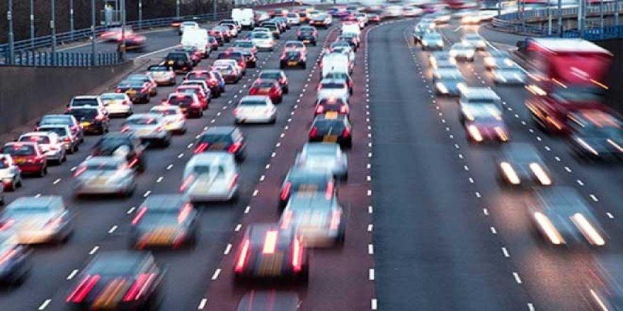 Trafiğe çıkan araç sayısı bir yılda yüzde 43.4 düştü, rekor traktörde yüzde 67.8.