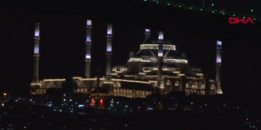 ÇAMLICA CAMİİ'NDE Kİ IŞIK TESTLERİ GÖRSEL ŞÖLEN OLUŞTURDU