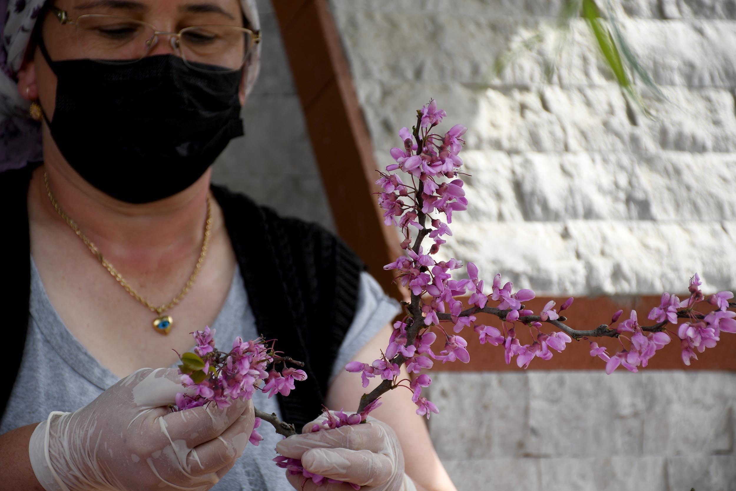 Kuşadası'nın Erguvan Çiçeği Reçeli Hem Göze Hem Damağa Hitap Ediyor