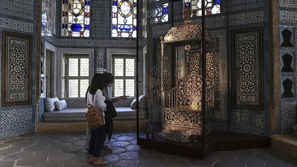 'Arife Tahtı' Topkapı Sarayı'nda Sergilenmeye Başlandı.