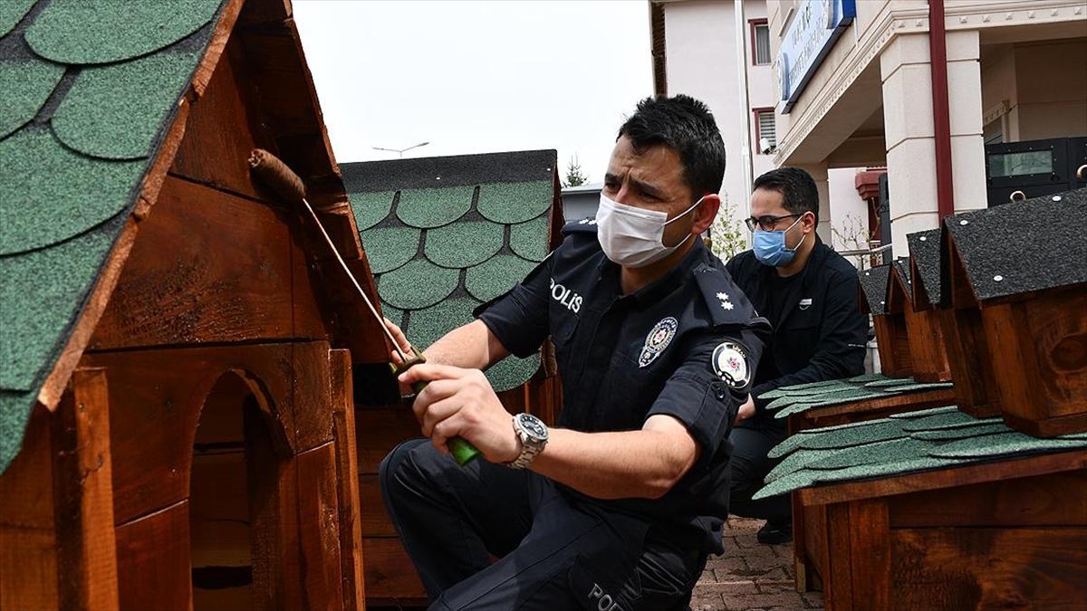 Gönüllü Polisler Devletin Şefkat Elini 'Sevimli Dostlara' Uzattı