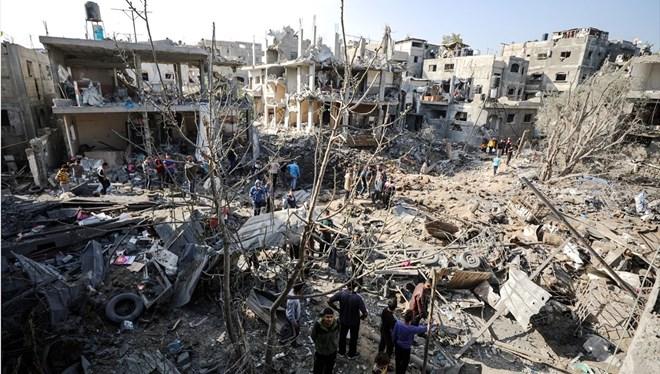 10 bine yakın Filistinlinin evlerini terk etmek zorunda kaldığı tahmin ediliyor