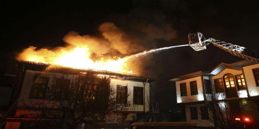 Ankara'da tarihi Hamamönü Çarşısı'nda yangın