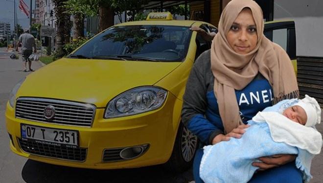 Hamile kadın takside doğum yaptı