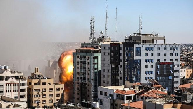 İsrail Gazze'de medya binasını vurdu