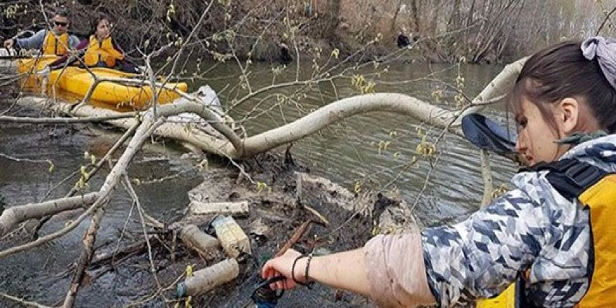 Tunca Nehri'ni kanolarla temizlediler