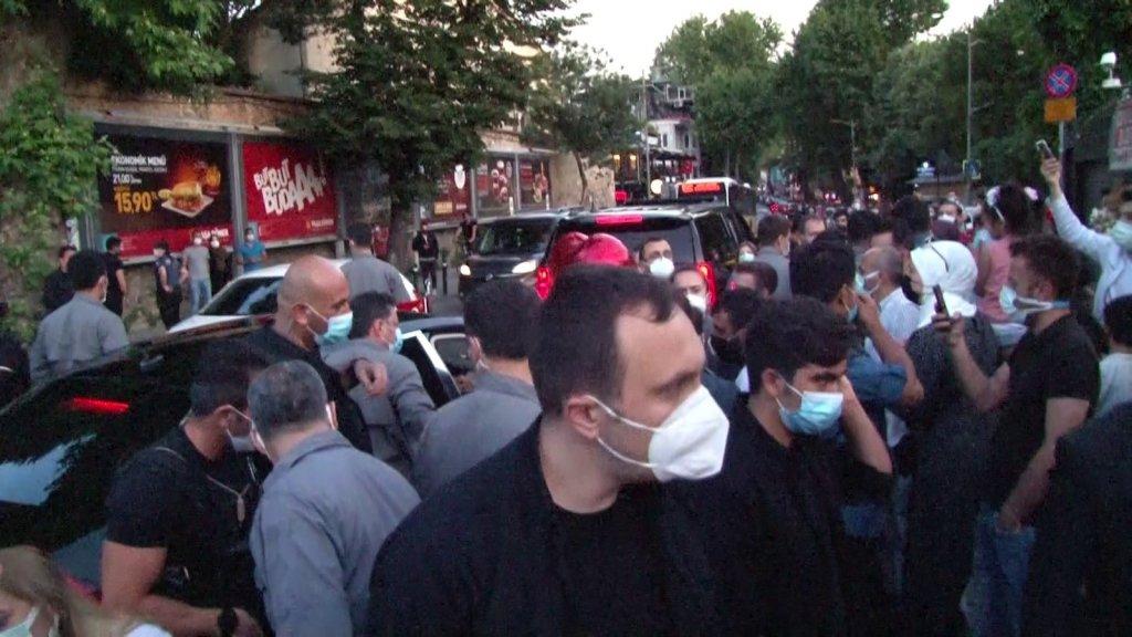 Çengelköy'de vatandaşlardan Cumhurbaşkanı Erdoğan'a sevgi gösterisi
