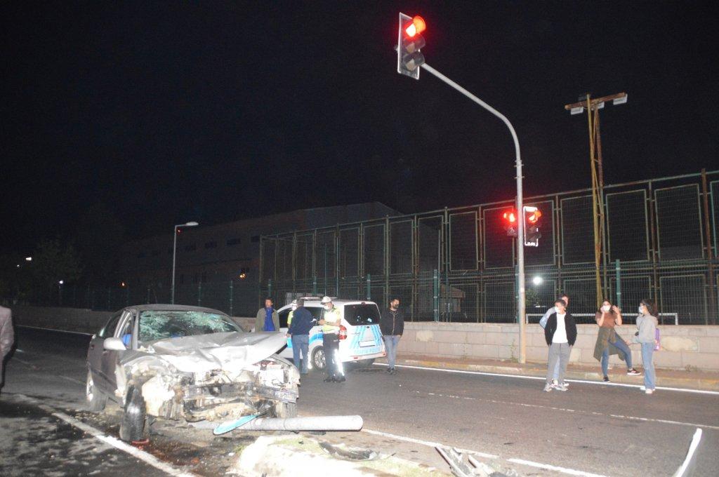 Sarıyer'de minibüs ile otomobil çarpıştı: 3 kişi yaralandı