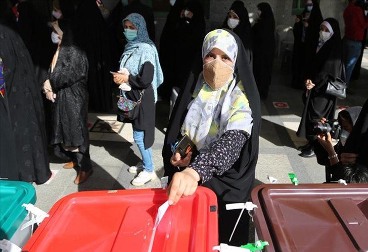 İran'da oy verme işlemi uzatıldı