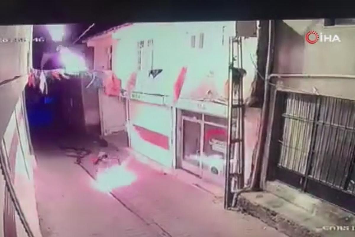 AK Parti ilçe binasına molotoflu saldırı