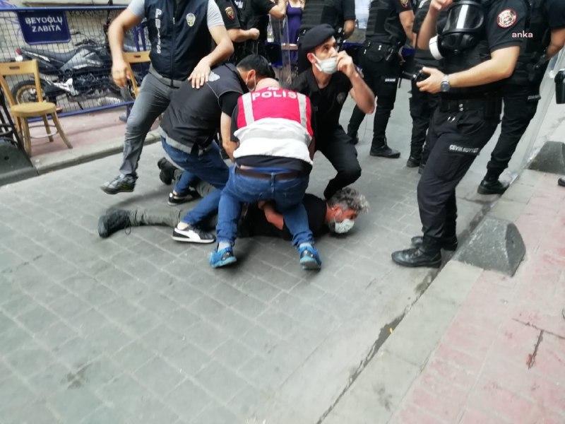 İSTANBUL'DA ONUR YÜRÜYÜŞÜ'NE POLİS MÜDAHALESİ