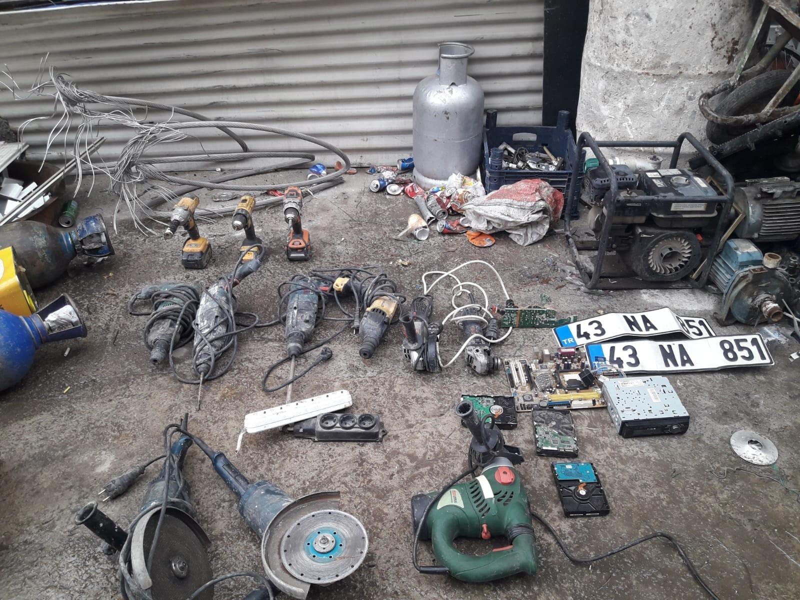 Kütahya'da hırsızlık olayına karışan 3 zanlı tutuklandı
