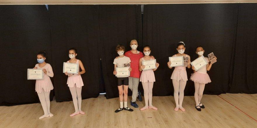 Balerinlerden Büyülü Dans Gösterisi