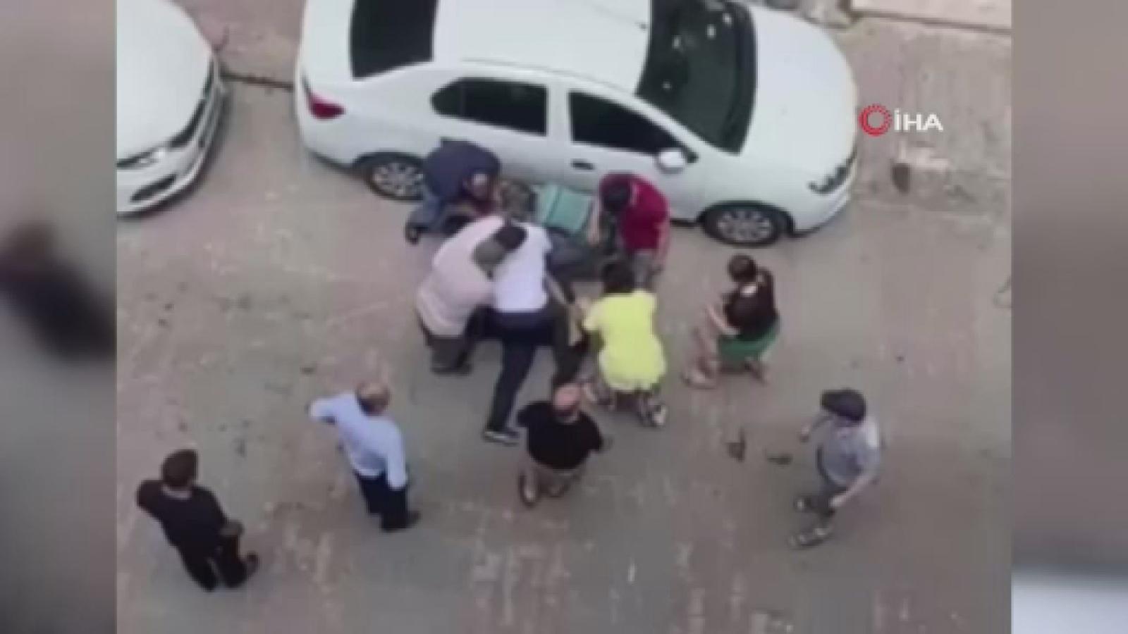 Bahçilevler'de İki Aile Sokak Ortasında Birbirine Girdi