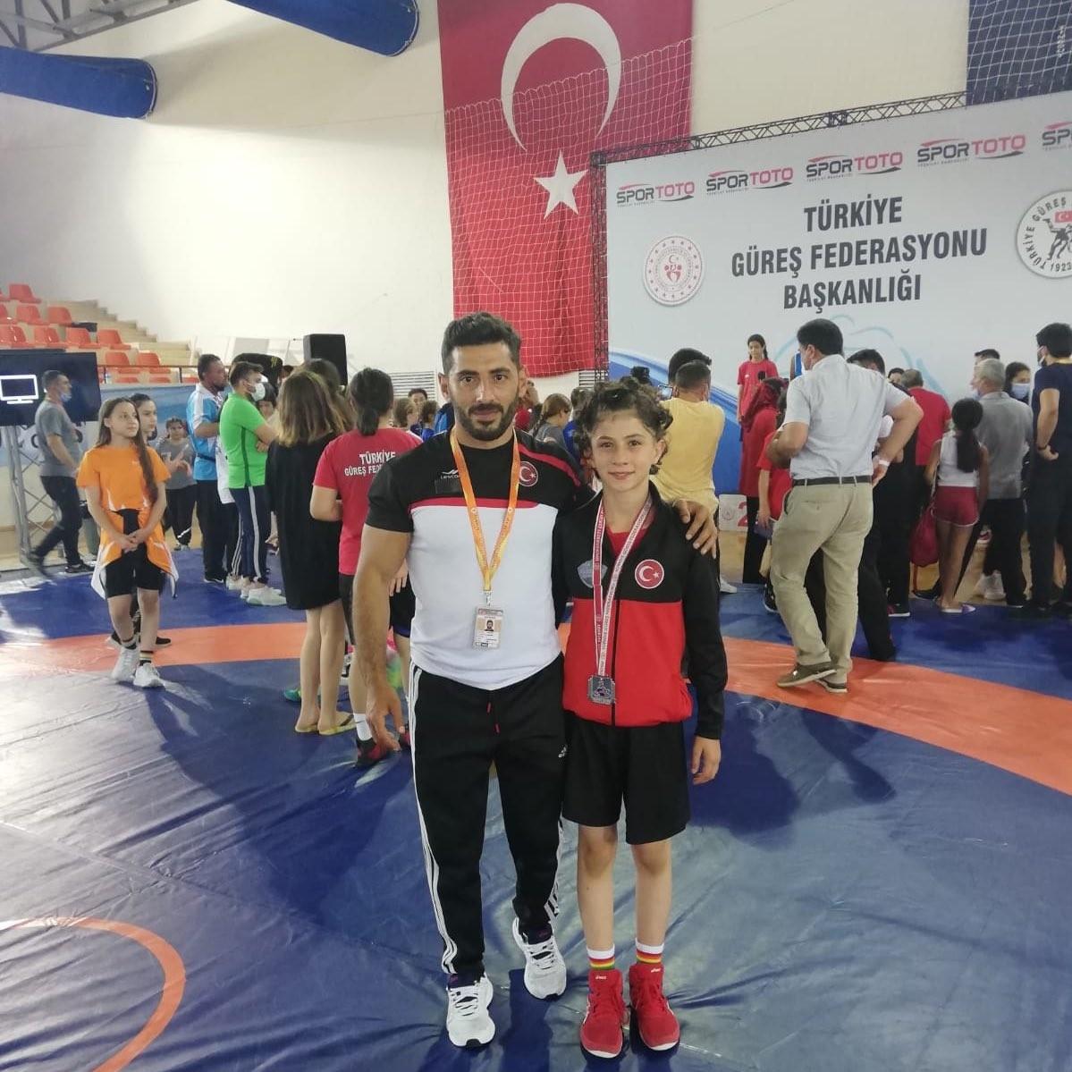 Ağrılı bayan güreşçi Türkiye şampiyonu oldu