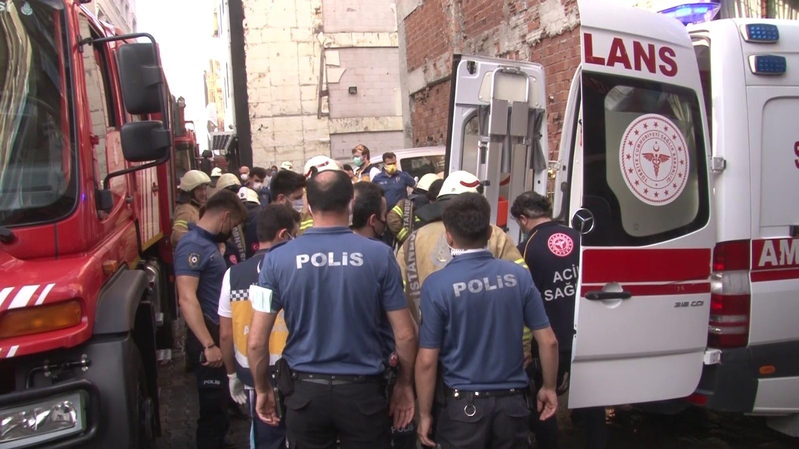 Kadıköy'de 5 Katlı Apartmanda Çıkan Yangında 1 Kişi Hayatını Kaybetti