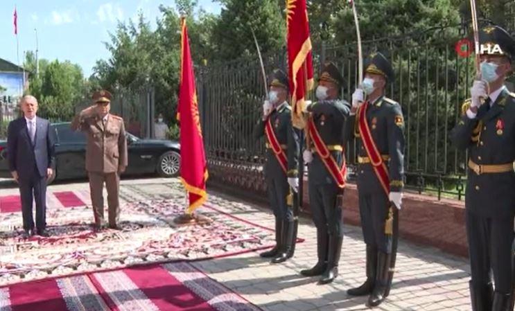 Bakan Akar, Kırgızistan'da Resmi Törenle Karşılandı
