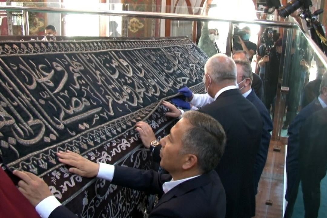 Kabe Kuşağı Fatih Sultan Mehmet Türbesi'ne Yerleştirildi
