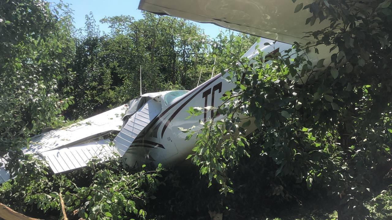 Bursa'da Eğitim Uçağı Havalimanı Yerine Meyve Bahçesine İndi: 2 Yaralı