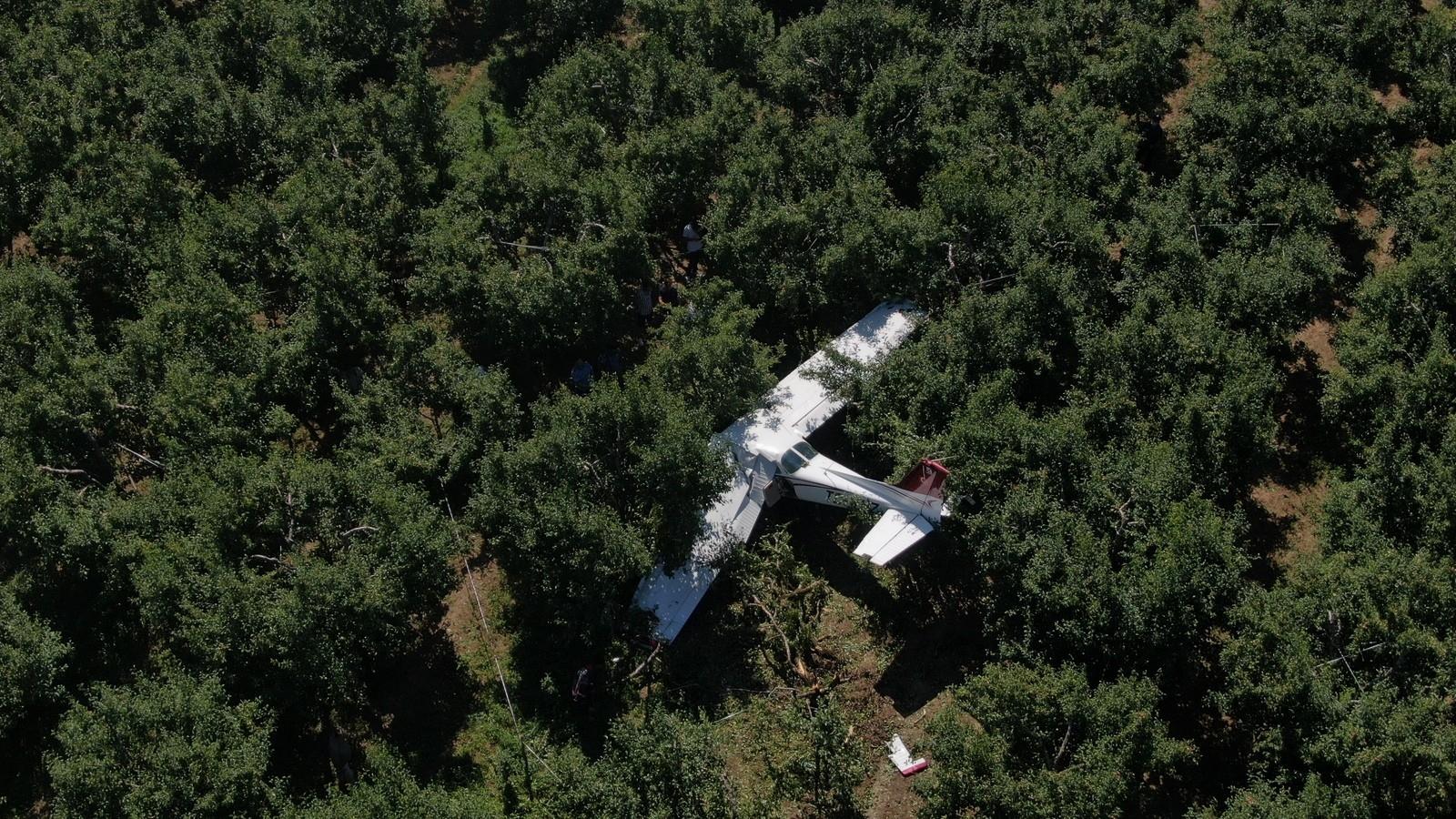 """Uçağın mecburi iniş yaptığı bahçenin sahibi: """"Ben geldiğimde yaralıların durumu iyiydi"""""""